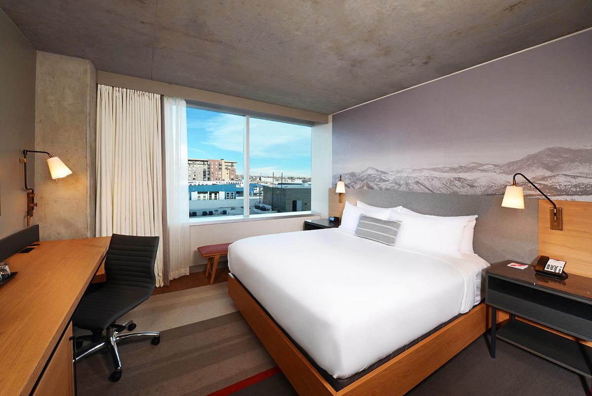 Suite d'Hotel a Denver con comodini in MDF laccati grigio opaco